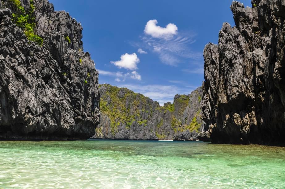 """Com um conturbado passado dividido entre espanhóis, japoneses e americanos, as <a href=""""http://viagemeturismo.abril.com.br/blog/achados/el-nido-filipinas-o-lugar-mais-bonito-do-mundo-a-nova-tailandia/"""">Filipinas</a> são um belo país, repleto de ilhas dos sonhos"""