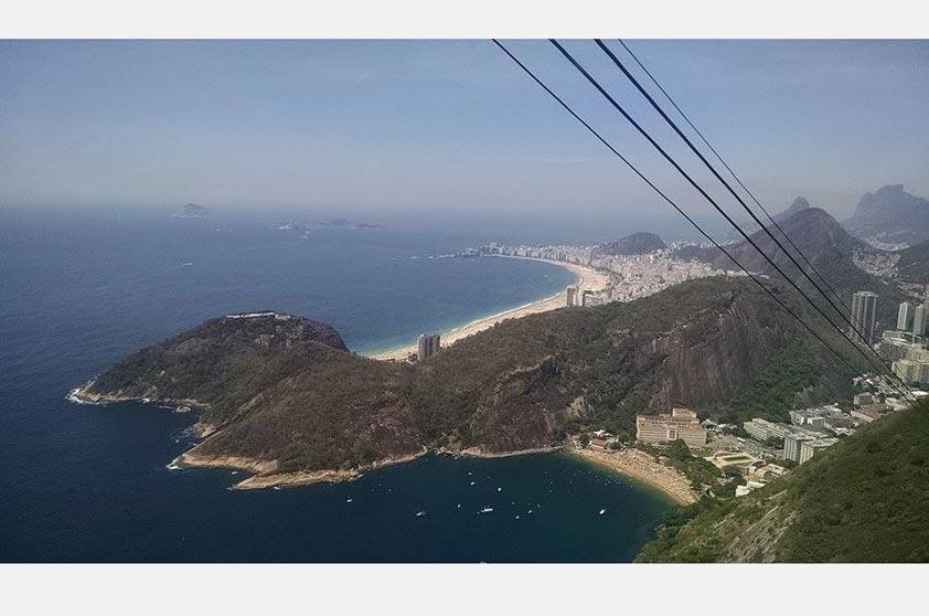 Eliezer Batista de Almeida fotografou o Rio de Janeiro a partir do Pão de Açúcar em um belo dia de sol