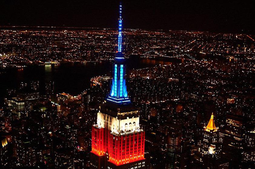 No dia em que os Estados Unidos foram classificados para as oitavas da Copa do Mundo no Brasil, em 26 de junho de 2014, o Empire State ficou assim: iluminado com as cores da bandeira norte-americana