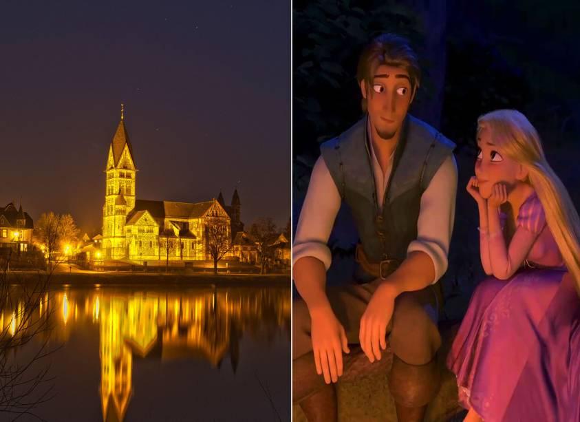"""<strong>Hanau, <a href=""""http://viajeaqui.abril.com.br/paises/alemanha"""" rel=""""Alemanha"""" target=""""_self"""">Alemanha</a> (<em>Enrolados</em>)</strong>        Nessa animação contemporânea, Rapunzel deixa de ser a silenciosa princesa da torre pra se aventurar por vilarejos e paisagens germânicas - sem saber que seus pais são reis e que a procuram desde o seu sequestro, feito por sua mãe adotiva Gothel quando ela ainda era um bebê. O Reino de Corona e seus arredores contém elementos que lembram em tudo a pequena cidade de Hanau, onde os Irmãos Grimm, que disseminaram o conto, nasceram        <em><a href=""""http://www.booking.com/city/de/hanau-am-main.pt-br.html?aid=332455&label=viagemabril-destinos-inspiradores-dos-estudios-disney"""" rel=""""Veja preços de hotéis em Hanau no Booking.com"""" target=""""_blank"""">Veja preços de hotéis em Hanau no Booking.com</a></em>"""