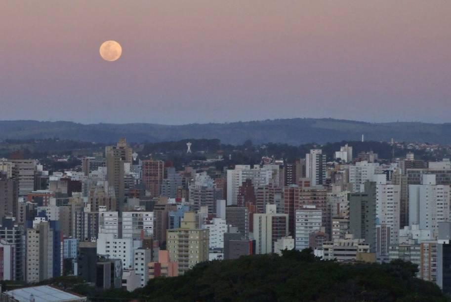 Vista do entardecer em Campinas, São Paulo