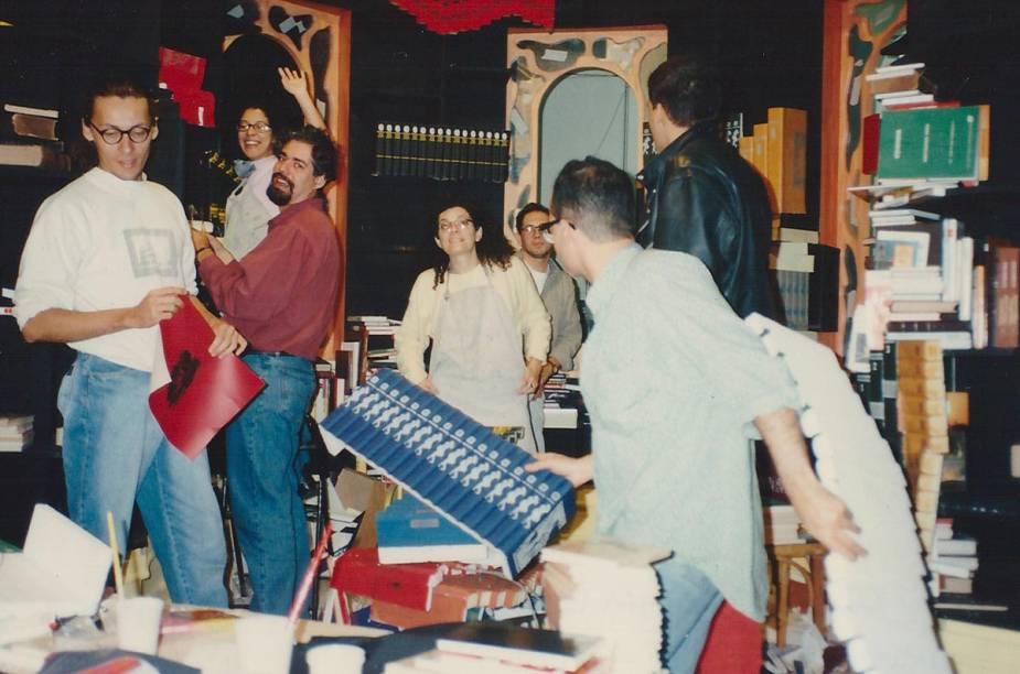 Lá em 1994, a equipe de cenografia do programa da TV Cultura trabalhou duro para montar a biblioteca do castelo - um dos redutos do sábio Gato Pintado