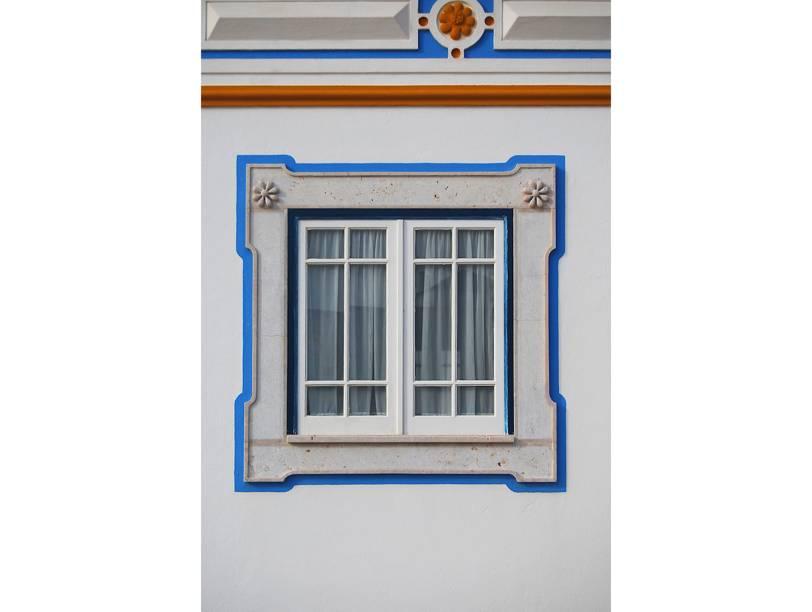 """<strong>Ericeira, <a href=""""http://viajeaqui.abril.com.br/paises/portugal"""" rel=""""Portugal"""" target=""""_blank"""">Portugal</a></strong>            E ainda são simpáticas, abusando do azul e do amarelo"""