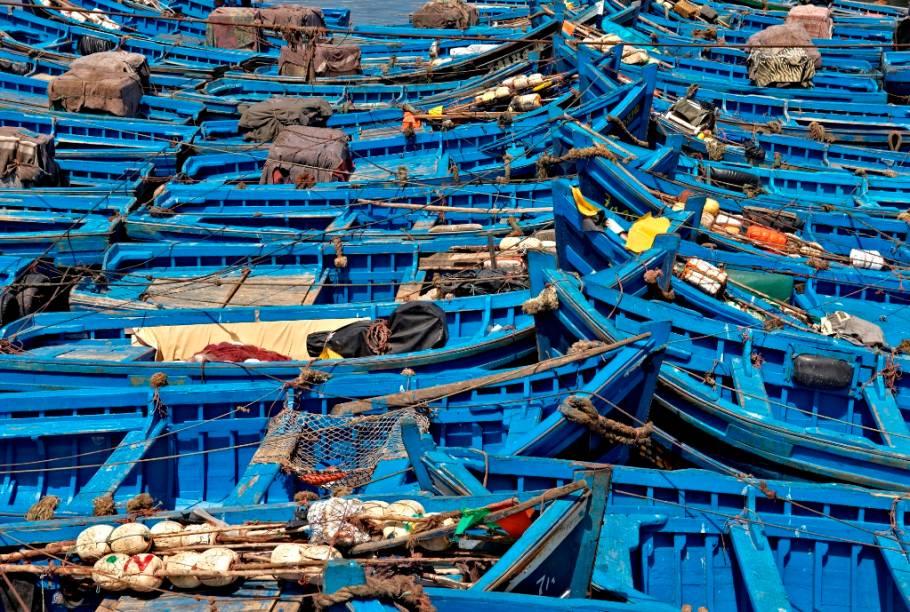 Barcos pesqueiros em Essaouira, uma cidade litorânea a oeste de Marrakesh