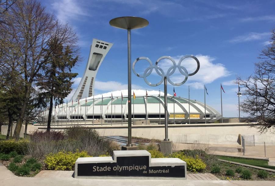 """<strong>18.<a href=""""http://viajeaqui.abril.com.br/cidades/canada-montreal"""" target=""""_blank"""" rel=""""noopener"""">Montreal</a>, <a href=""""http://viajeaqui.abril.com.br/paises/canada"""" target=""""_blank"""" rel=""""noopener"""">Canadá</a>, 1976</strong> O Estádio Olímpico de Montreal (foto) foi o palco de uma estreia histórica. Ali, a romena Nadia Comaneci fez sua primeira aparição e tornou-se a maior ginasta de todos os tempos. Ela foi o grande legado dos jogos canadenses, uma vez que o país foi o único na história olímpica a não ganhar uma medalha de ouro nas próprias Olimpíadas."""