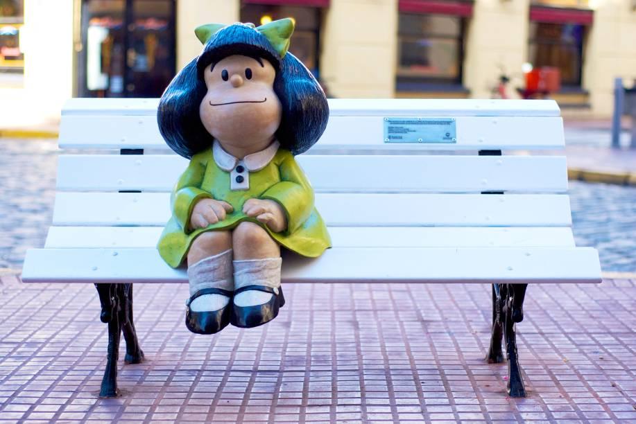 <strong>Estátua da Mafalda </strong>    Não dá para visitar Buenos Aires sem ao menos ter o vislumbre de uma das personagens mais emblemáticas da cidade – e, consequentemente, de todo o país. Localizada no bairro de San Telmo, próxima à Plaza de Mayo, a simpática estátua fica sentada em um banquinho, só esperando o clique do visitante
