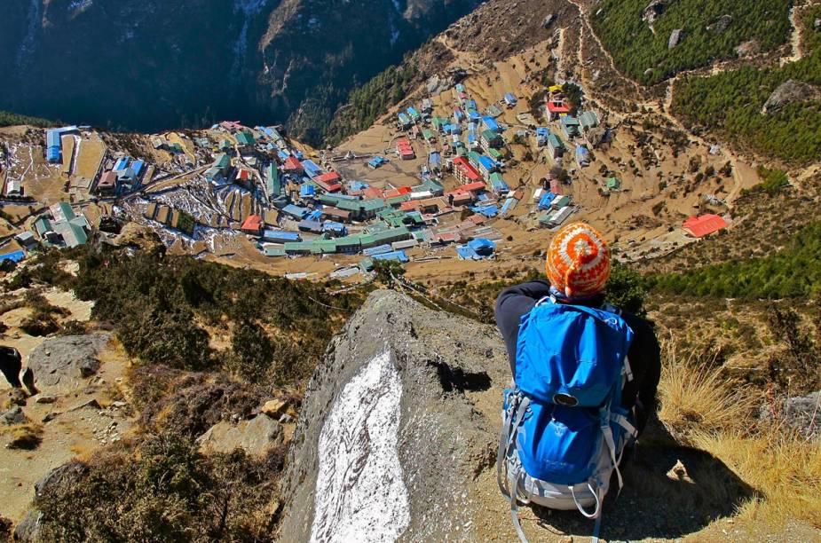 <strong>Campo Base do Monte Everest (Nepal)</strong>        O Campo Base da maior montanha do mundo é um dos percursos para trekking mais procurados por aventureiros. A trilha saindo de Lukla, no Himalaia, até o Campo Base de Nepal costuma ser feita em 16 dias, chegando a uma altitude de cerca de 5.500 metros. Vilarejos com monastérios budistas, florestas e vistas deslumbrantes são os principais atrativos da caminhada