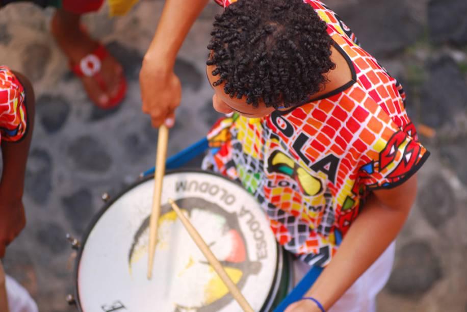 Arrumar um tempinho para curtir um ensaio do Olodum é obrigação de quem passa por Salvador: a percussão é contagiante. Os blocos afros são clássicos no Carnaval baiano. Durante a folia, o Olodum vai do Pelourinho ao Campo Grande no ritmo dos tambores