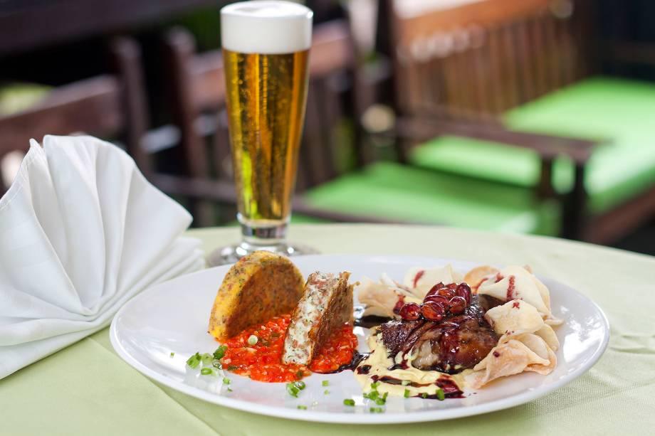 Viagem germânica: prato servido pelo restaurante Expresso Blumenau