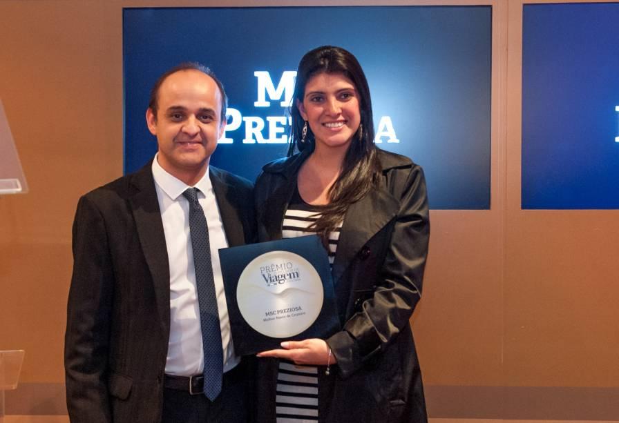 O MSC Prescioza foi eleito o melhor navio de cruzeiro do Prêmio O Melhor de Viagem e Turismo 2013/14. Almir de Freitas entregou o prêmio para Karina Brandford, relações públicas da companhia