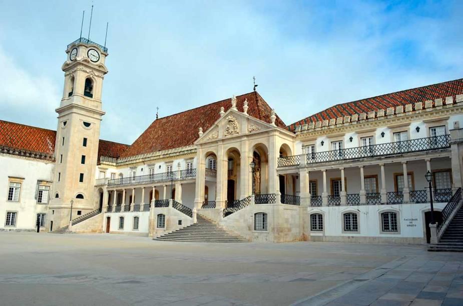 """<strong>LUSO-HISPÂNICA, 13 NOITES </strong>            O itinerário das 13 noites em hotéis midscale passa por <a href=""""http://viajeaqui.abril.com.br/cidades/portugal-lisboa?iframe=true"""" rel=""""Lisboa"""" target=""""_self"""">Lisboa</a>, <a href=""""http://viajeaqui.abril.com.br/cidades/portugal-cascais-e-estoril"""" rel=""""Cascais"""" target=""""_self"""">Cascais</a>, <a href=""""http://viajeaqui.abril.com.br/cidades/portugal-cascais-e-estoril"""" rel=""""Estoril"""" target=""""_self"""">Estoril</a>, <a href=""""http://viajeaqui.abril.com.br/cidades/portugal-sintra"""" rel=""""Sintra"""" target=""""_self"""">Sintra</a>, <a href=""""http://viajeaqui.abril.com.br/cidades/portugal-obidos"""" rel=""""Óbidos"""" target=""""_self"""">Óbidos</a>, <a href=""""http://viajeaqui.abril.com.br/cidades/portugal-fatima"""" rel=""""Fátima"""" target=""""_self"""">Fátima</a>, <a href=""""http://viajeaqui.abril.com.br/cidades/portugal-coimbra"""" rel=""""Coimbra"""" target=""""_self"""">Coimbra</a>, Porto e <a href=""""http://viajeaqui.abril.com.br/cidades/portugal-guimaraes"""" rel=""""Guimarães"""" target=""""_self"""">Guimarães</a>, em <a href=""""http://viajeaqui.abril.com.br/paises/portugal"""" rel=""""Portugal"""" target=""""_self"""">Portugal</a>; na <a href=""""http://viajeaqui.abril.com.br/paises/espanha"""" rel=""""Espanha"""" target=""""_self"""">Espanha</a>, <a href=""""http://viajeaqui.abril.com.br/cidades/espanha-madri"""" rel=""""Madri"""" target=""""_self"""">Madri</a>, <a href=""""http://viajeaqui.abril.com.br/cidades/espanha-salamanca"""" rel=""""Salamanca"""" target=""""_self"""">Salamanca</a> e <a href=""""http://viajeaqui.abril.com.br/cidades/espanha-santiago-de-compostela"""" rel=""""Santiago de Compostela"""" target=""""_self"""">Santiago de Compostela</a>.            <strong>QUANDO </strong>Em 16 de agosto            <strong>QUEM LEVA</strong> A <a href=""""http://bit.ly/n_ge"""" rel=""""New Age"""" target=""""_blank"""">New Age</a>            <strong>QUANTO</strong> US$ 3 031"""