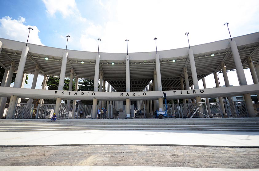 Foto mostra obras antes da realização da Copa do Mundo de 2014; o Maracanã foi palco de sete jogos no mundial realizado no Brasil