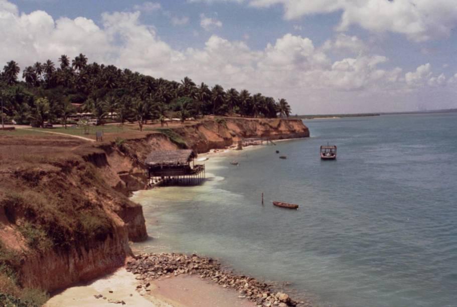 Falésias na Lagoa do Guarairas, em Tibau do Sul, Rio Grande do Norte