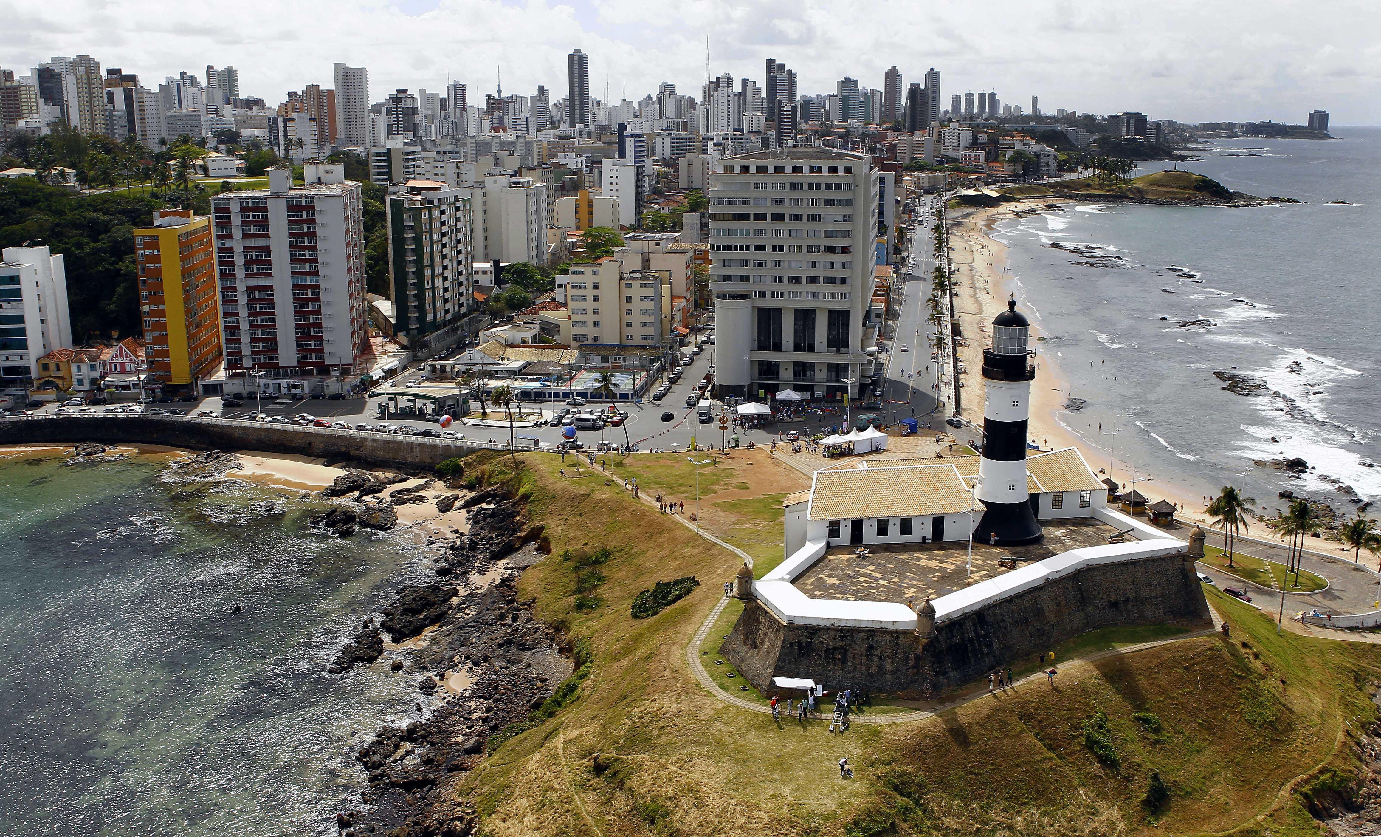 Forte de Santo Antônio e Farol da Barra, em Salvador (BA)