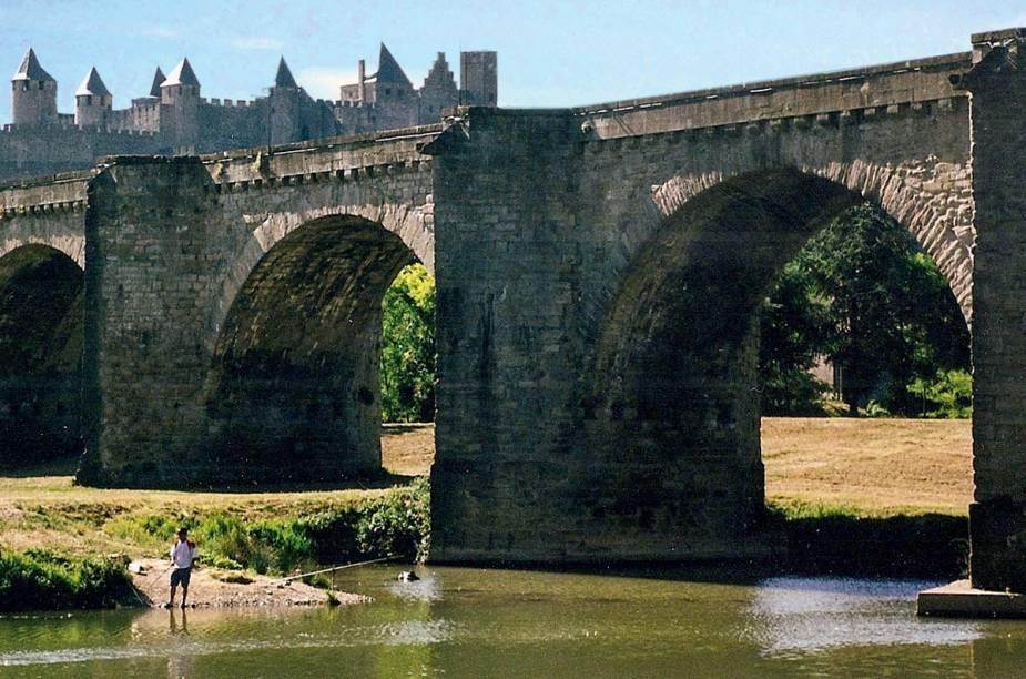 """<strong>5. Em <a href=""""http://limoux.fr/"""" rel=""""Limoux"""" target=""""_blank"""">Limoux</a></strong>        """"Perto dos Pireneus, essa área é rica em história: a cidade medieval murada de Carcassonne e o famoso Canal du Midi são característicos de uma área célebre por seus castelos."""""""