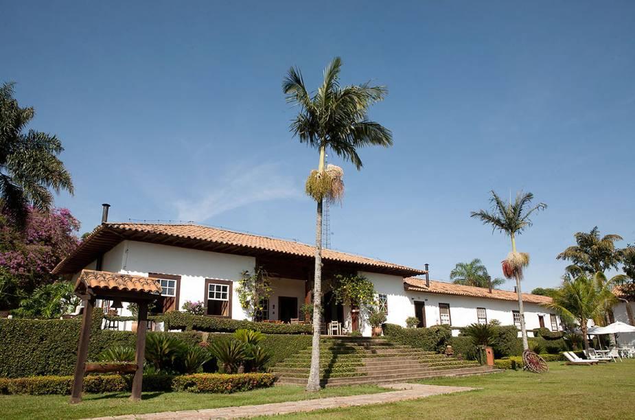 A casa-sede e a senzala da Fazenda Capoava, construídas em taipa de pilão no século 18, abrigam quartos e ambientes sociais
