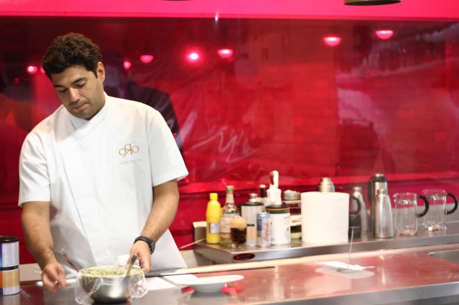 """Felipe Bronze, chef e dono do restaurante <a href=""""http://viajeaqui.abril.com.br/estabelecimentos/br-rj-rio-de-janeiro-restaurante-oro"""" rel=""""Oro"""">Oro</a>, no <a href=""""http://viajeaqui.abril.com.br/cidades/br-rj-rio-de-janeiro"""" rel=""""Rio de Janeiro"""">Rio de Janeiro</a>"""