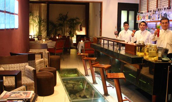 O restaurante Fiesta Chiclayo Gourmet, localizado na cidade peruana de Chiclayo, serve o coquetel de algarrobina, uma das receitas tradicionais do Peru