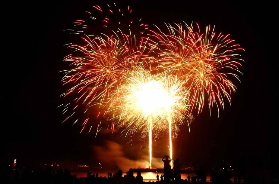 """<strong>Festival Internacional de Fogos de Scheveningen, <a href=""""http://viajeaqui.abril.com.br/cidades/holanda-haia"""" rel=""""Haia"""" target=""""_blank"""">Haia</a></strong>    Dos dias 15 a 23 de agosto acontece o Festival Internacional de Fogos de Scheveningen, uma competição entre países que tentam realizar o melhor show de fogos. Os países participantes têm o mesmo valor em dinheiro para gastar, devem garantir que ao menos 80% dos fogos sejam produzidos no próprio país e têm até 13 minutos para exibir suas habilidades."""