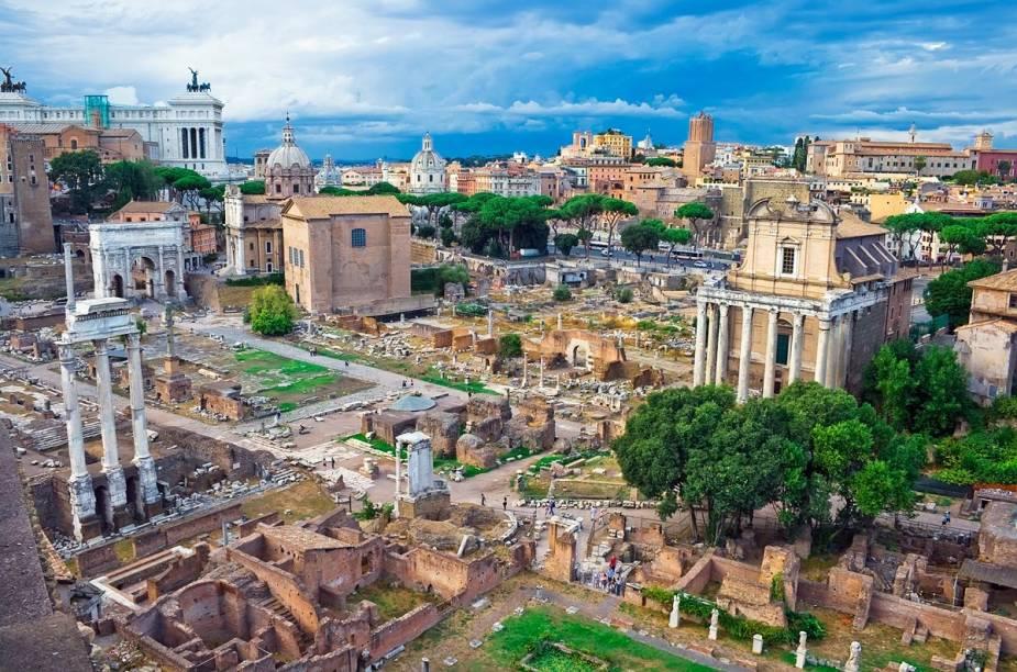 Vale a pena reservar umas boas horas para contemplar as ruínas do Foro Romano, que é imenso