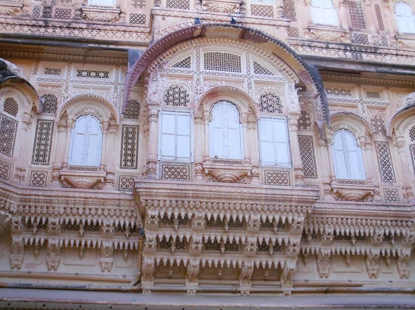 """<strong>Forte de Mehrangarh, <a href=""""http://viajeaqui.abril.com.br/cidades/india-jaipur"""" rel=""""Jaipur"""" target=""""_blank"""">Jaipur</a>, <a href=""""http://viajeaqui.abril.com.br/paises/india"""" rel=""""Índia"""" target=""""_blank"""">Índia</a></strong>                Essas ranhuras dão um toque complexidade e riqueza, sempre recorrente nas construções asiáticas"""