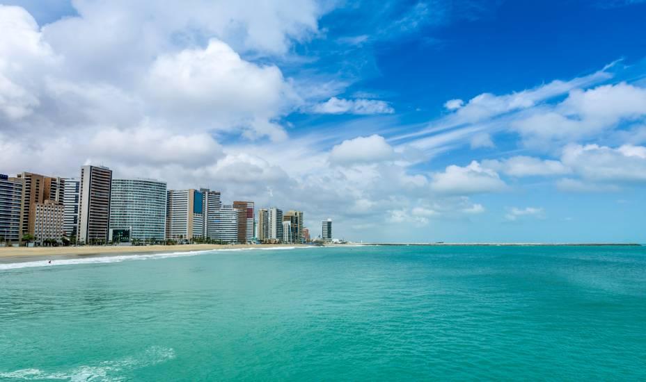 """Terra do escritor José de Alencar, e de sua lendária índia Iracema, o <a href=""""http://viajeaqui.abril.com.br/estados/br-ceara"""" rel=""""Ceará"""" target=""""_self"""">Ceará</a> tem paisagens deslumbrantes e praias que estão entre as favoritas dos brasileiros. Na capital, <strong><a href=""""http://viajeaqui.abril.com.br/cidades/br-ce-fortaleza"""" rel=""""Fortaleza"""" target=""""_self"""">Fortaleza</a></strong>, o fascínio não podia ser diferente"""