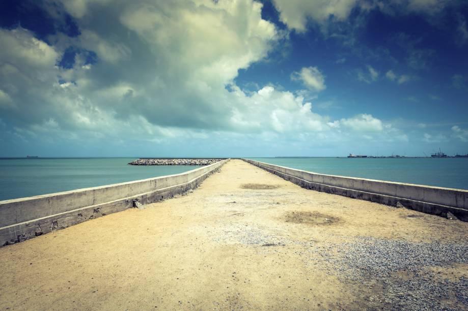 """Destino fortemente procurado até no inverno, com suas altas temperaturas, pouca chuva e belas praias, <strong><a href=""""http://viajeaqui.abril.com.br/cidades/br-ce-fortaleza"""" rel=""""Fortaleza"""" target=""""_self"""">Fortaleza</a></strong> tem uma atmosfera deliciosa para quem curte sol e calor"""