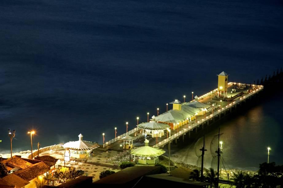 A Ponte dos Ingleses, na Praia de Iracema, é um antigo píer e um dos melhores locais para ver o pôr do sol da cidade de Fortaleza (CE)