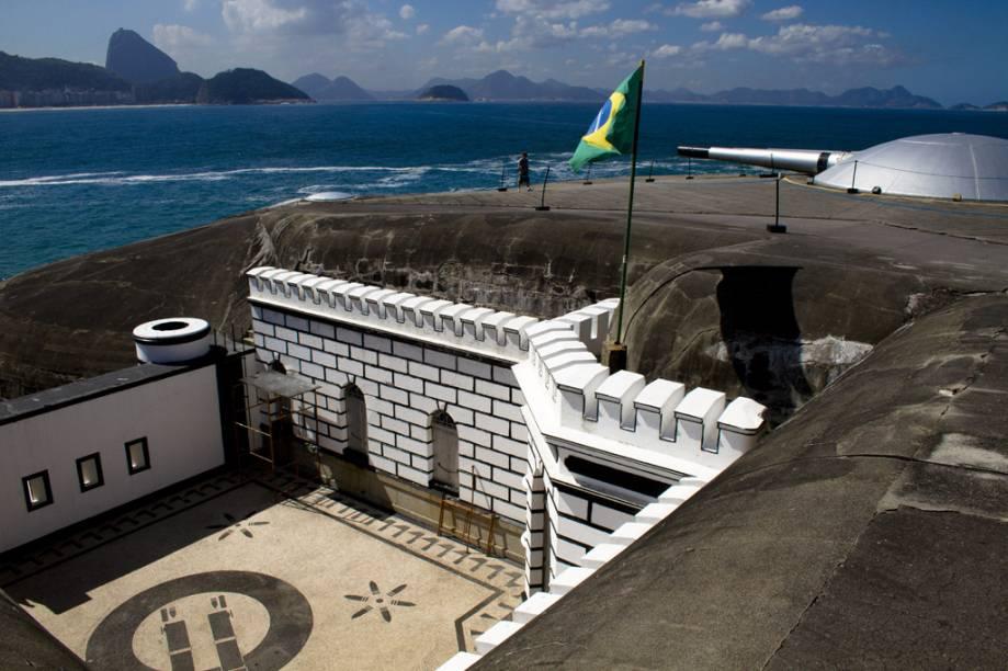 """O <strong>Forte de Copacabana</strong>, na """"divisa"""" de Copa com o Arpoador."""