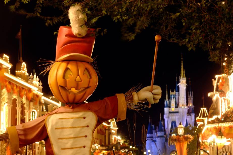 Decoração de Halloween no complexo Magic Kingdom, em Orlando