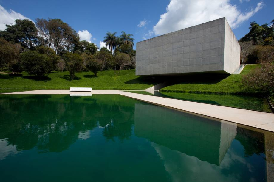 O Instituto Inhotim reúne a maior coleção da arte contemporânea do país em um dos mais ricos jardins botânicos