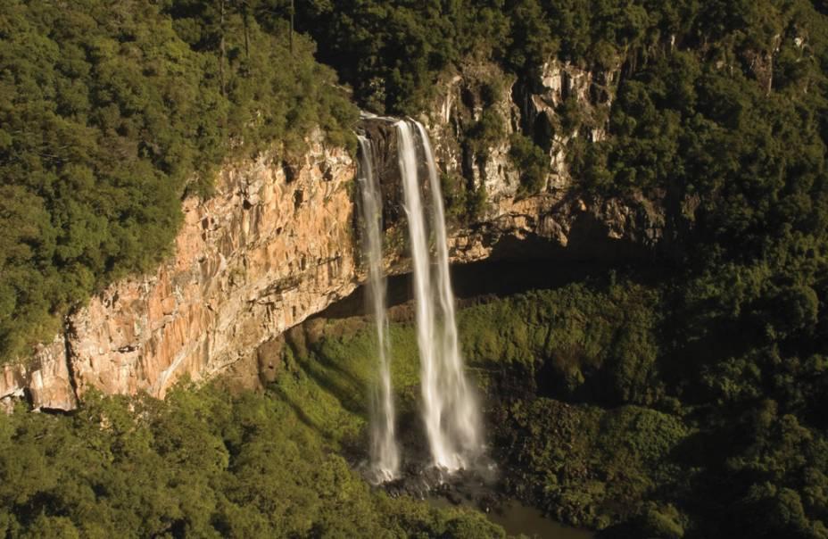 Cartão-postal do Rio de Grande do Sul, a Cascata do Caracol tem 131 metros de altura