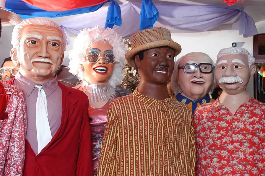 Os bonecos gigantes são o símbolo do Carnaval de Olinda. Uma das alegorias, o Homem da Meia-Noite, desfila à zero hora do sábado para marcar o início dos festejos