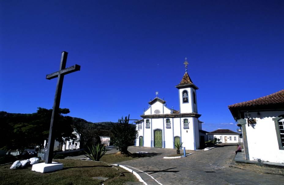 Do lado de fora da Igreja Nossa Senhora do Rosário ficam a Cruz da Gameleira e o Chafariz do Rosário