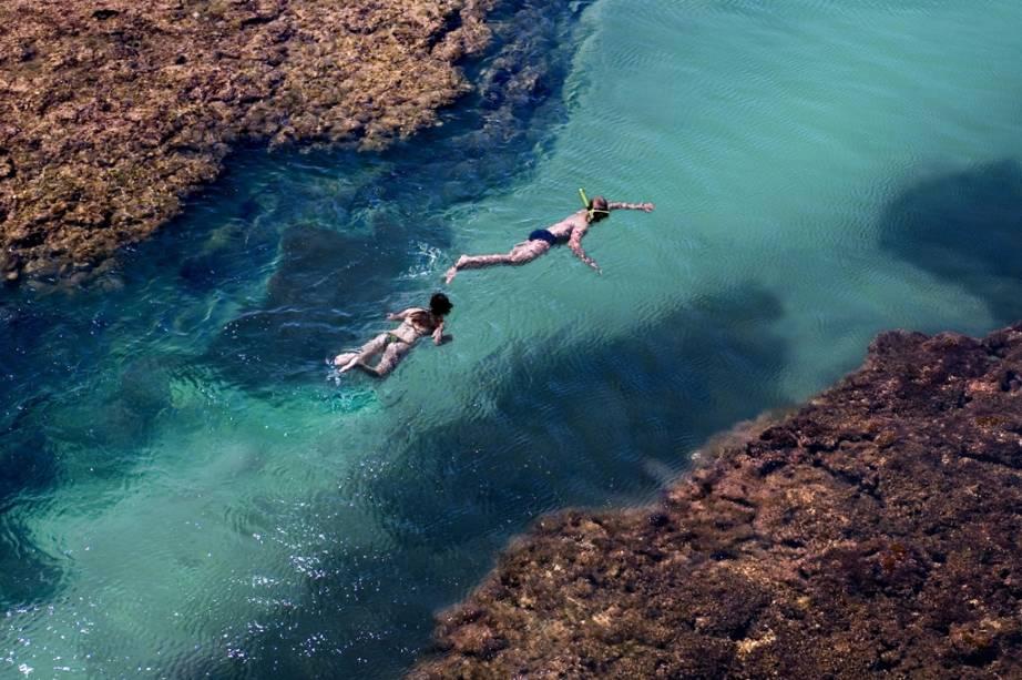 """Para conhecer o que a <strong>Praia Taipu de Fora</strong>, em <strong>Barra Grande</strong>,<strong> Bahia</strong>, tem de melhor é preciso alugar um snorkel e nadar na enorme piscina natural. <a href=""""https://www.booking.com/searchresults.pt-br.html?aid=332455&lang=pt-br&sid=eedbe6de09e709d664615ac6f1b39a5d&sb=1&src=index&src_elem=sb&error_url=https%3A%2F%2Fwww.booking.com%2Findex.pt-br.html%3Faid%3D332455%3Bsid%3Deedbe6de09e709d664615ac6f1b39a5d%3Bsb_price_type%3Dtotal%26%3B&ss=Barra+Grande%2C+Bahia%2C+Brasil&checkin_monthday=&checkin_month=&checkin_year=&checkout_monthday=&checkout_month=&checkout_year=&no_rooms=1&group_adults=2&group_children=0&from_sf=1&ss_raw=Barra+Grande+&ac_position=1&ac_langcode=xb&dest_id=-653758&dest_type=city&search_pageview_id=05688876dbaf0506&search_selected=true&search_pageview_id=05688876dbaf0506&ac_suggestion_list_length=5&ac_suggestion_theme_list_length=0"""" target=""""_blank"""" rel=""""noopener""""><em>Busque hospedagens na Barra Grande.</em></a>"""