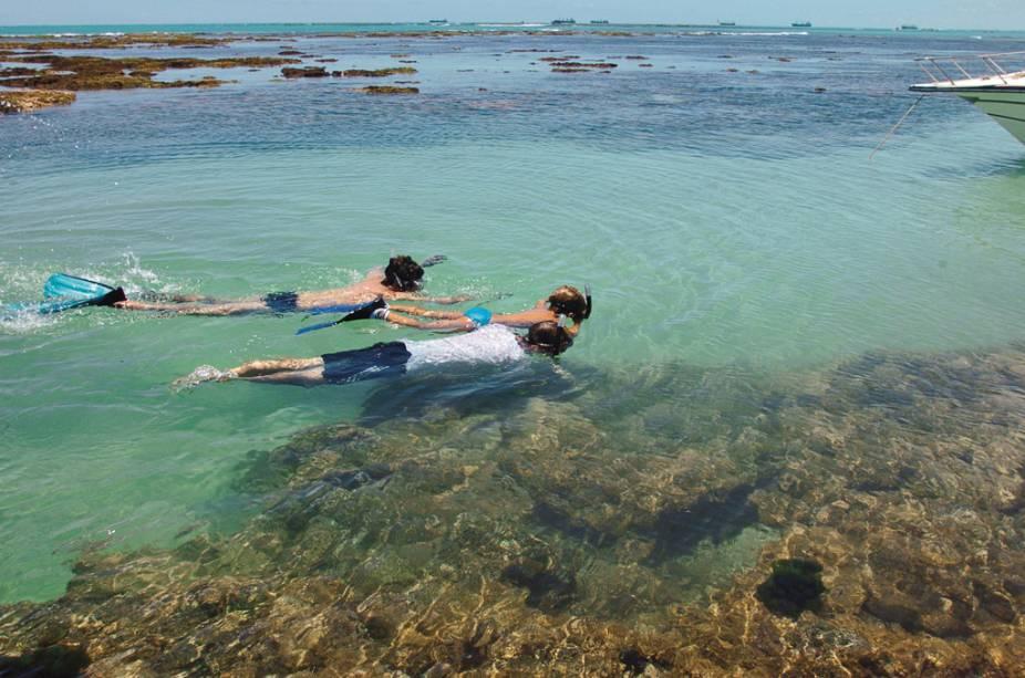 """<strong>Maceió – 4 noites – R$ 1 180</strong><br />            <br />            O pacote de quatro noites no hotel <a href=""""http://viajeaqui.abril.com.br/estabelecimentos/br-al-maceio-hospedagem-praia-bonita"""" rel=""""Praia Bonita"""">Praia Bonita</a>, em <a href=""""http://viajeaqui.abril.com.br/cidades/br-al-maceio"""" rel=""""Maceió"""">Maceió</a>, inclui café da manhã, traslados e passagem aérea. As saídas ocorrem de <a href=""""http://viajeaqui.abril.com.br/cidades/br-pr-curitiba"""" rel=""""Curitiba"""">Curitiba</a>.<br />            <br />            <strong>Quando: </strong>de 9 a 18 de março. Saídas de Curitiba<br />            <strong>Pagamento:</strong> entrada de 20% e saldo em 9 vezes no cartão de crédito<br />            <strong>Quem leva:</strong> a <strong>BWT</strong> (41/3888-3499, <a href=""""http://www.bwtoperadora.com.br"""" rel=""""www.bwtoperadora.com.br"""" target=""""_blank"""">www.bwtoperadora.com.br</a>)"""