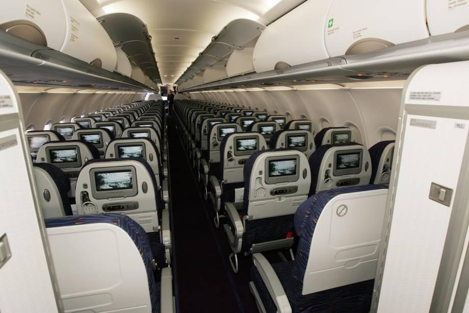 Interior de um avião da companhia colombiana Avianca