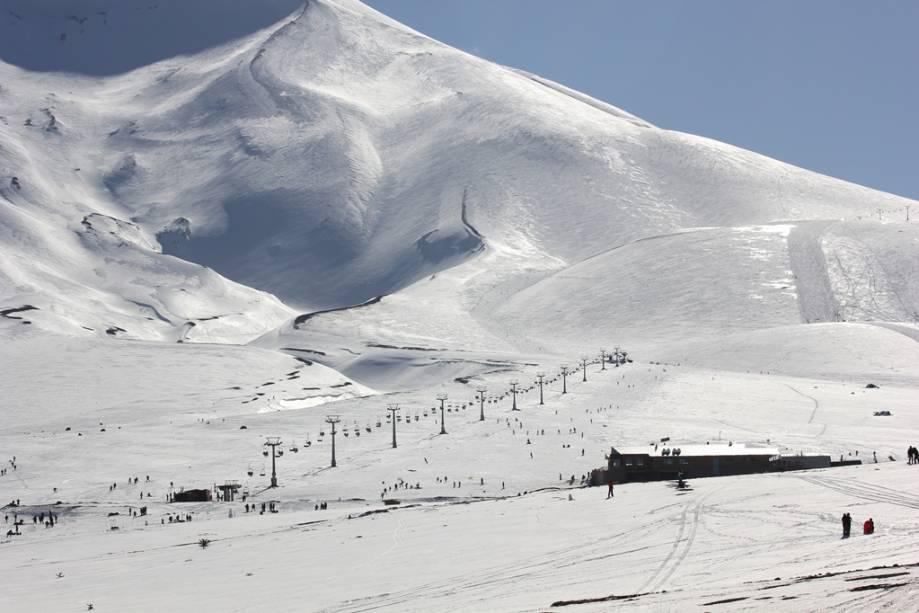 """Um pouco mais frio que as estações de esqui próximas a Santiago e com bastante neve powder, <a href=""""http://viajeaqui.abril.com.br/cidades/chile-corralco"""" rel=""""Corralco"""" target=""""_blank""""><strong>Corralco</strong></a> promete ser uma das grandes atrações do inverno chileno"""
