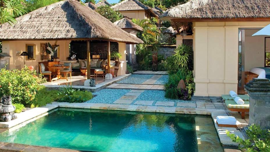 """Piscinas privativas marcam os belos quartos do resort. As chamadas <em>villas</em> se destacam com a extrema privacidade oferecida aos visitantes, sobretudo casais em lua de mel <em><a href=""""http://www.booking.com/hotel/id/four-seasons-resort-bali-at-jimbaran-bay.pt-br.html?aid=332455&label=viagemabril-as-piscinas-mais-incriveis-do-mundo"""" target=""""_blank"""">Veja os preços do Four Seasons Resort no Booking.com</a></em>"""