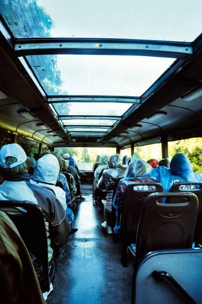 Visitantes a bordo do ônibus do Parque Nacional do Iguaçu