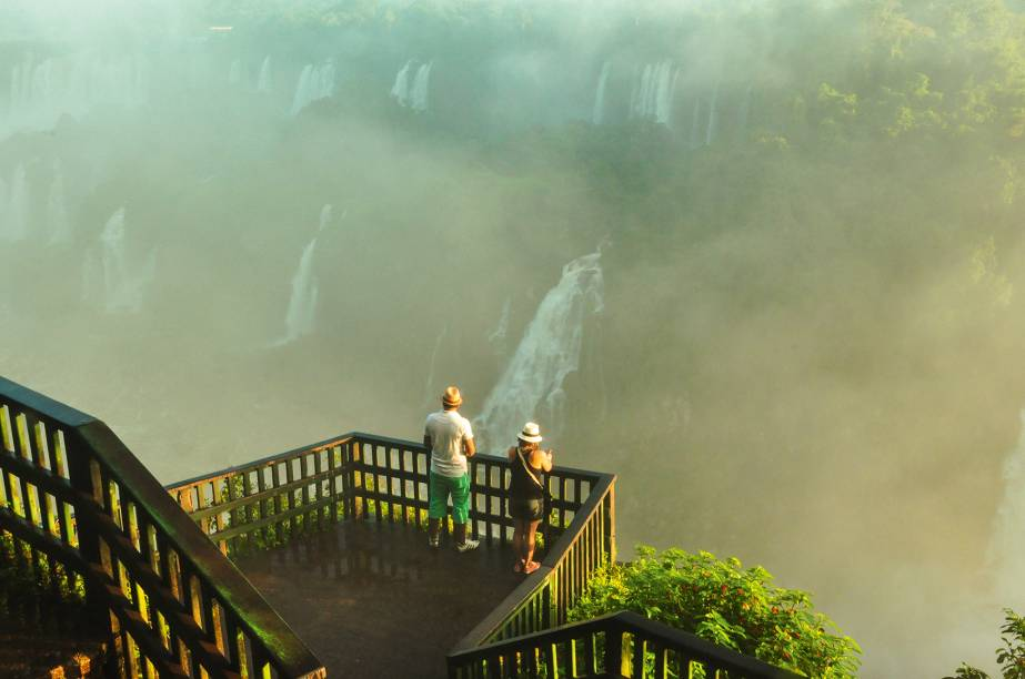 Um dos mirantes conectados pelas escadarias e passarelas do parque nacional