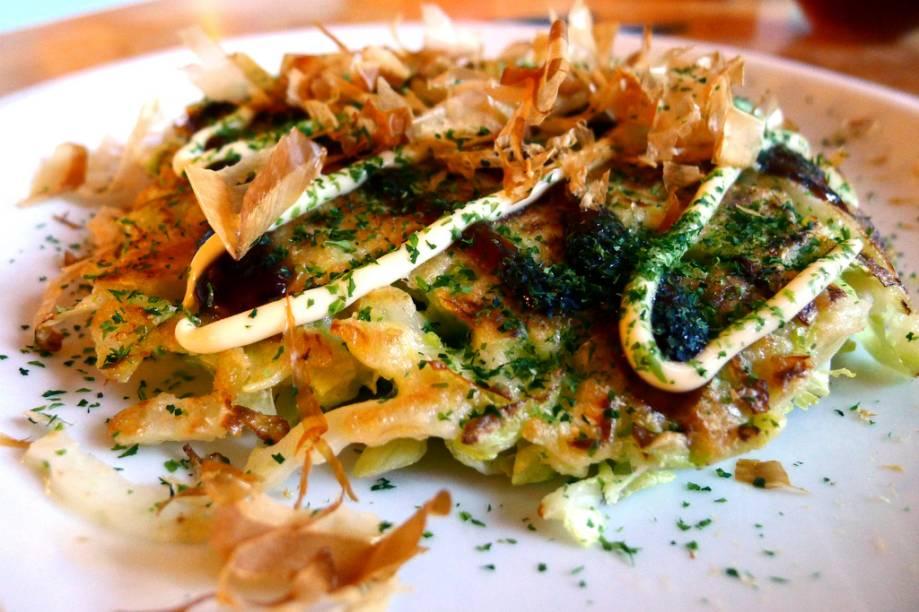 Okonomiyaki, prato típico de Wakayama, Osaka e Hiroshima