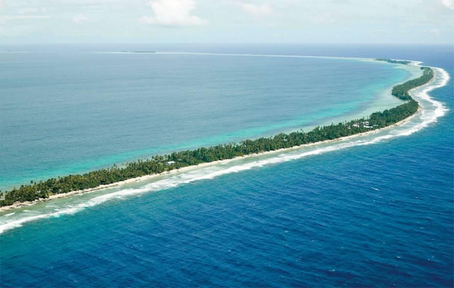 <strong>Tuvalu: </strong>Assim como as Maldivas, o pequeno conjunto de nove ilhas localizado no oceano pacífico, entre a Austrália e o Havaí, sofre as consequências do aquecimento global. Com área de 26 km², o minúsculo Estado corre o risco de submergir diante do aumento do nível do mar. Nos últimos anos, as inundações constantes já vêm atrapalhando a produção de cultivos locais e a obtenção de água potável.