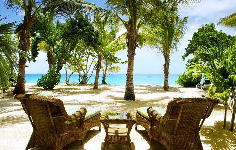 """<strong><a href=""""http://www.galleybayresort.com/"""" rel=""""Galley Bay Resort"""" target=""""_blank"""">Galley Bay Resort</a> - Antigua</strong>                        Este resort fica em uma estreita faixa de terra entre mar paradisíaco e uma lagoa cercada de palmeiras em Galley Bay. As acomodações podem ser quartos com vista pro mar ou cabanas com vista para a lagoa, ambas espetaculares. A estadia all inclusive cobre refeições nos diversos restaurantes e bares do resort, todas as bebidas (alcoólicas e não-alcoólicas), atividades na praia como windsurfing, stand-up paddle, passeios em veleiros, snorkel, caiaque e catamarã e também piscina, centro fitness e bicicletas para dar passeios pela região. Recebe hóspedes a partir de 16 anos de idade"""