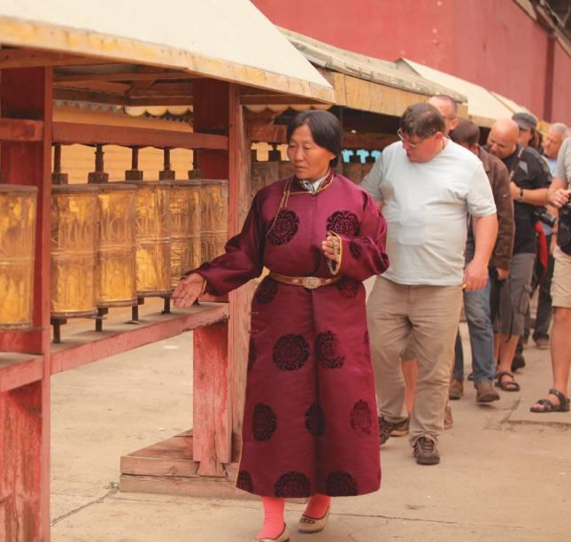 Oferendas em Gandan Khiid, casa do líder espiritual Khamba Lamba, em Ulan Bator, na Mongólia
