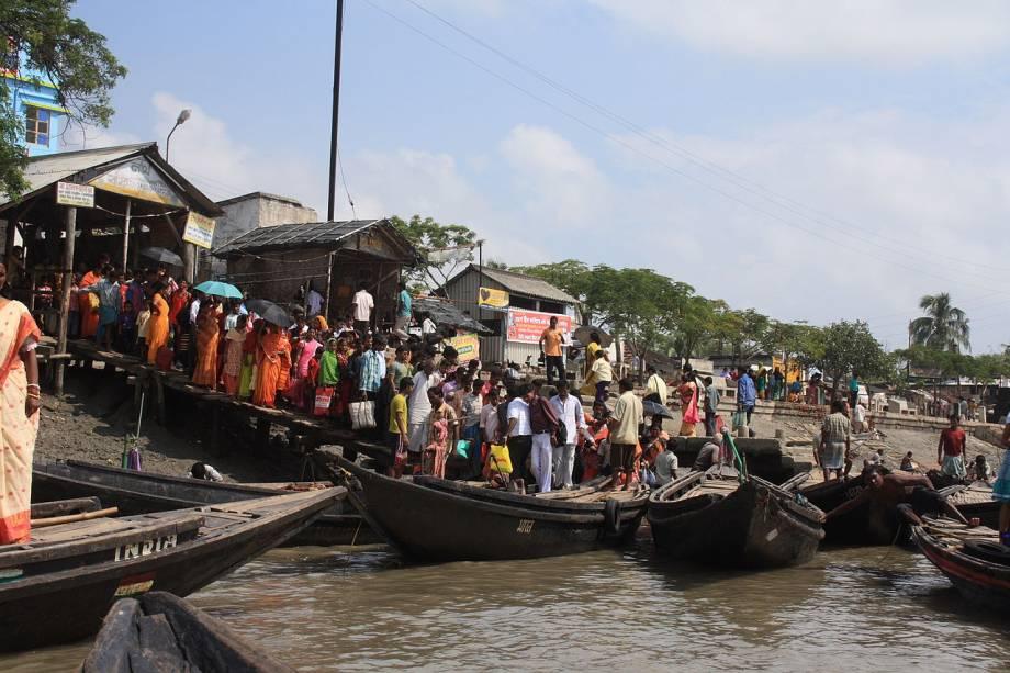 <strong>Delta do Ganges, Bangladesh:</strong>só em Bangladesh, 120 milhões de pessoas que vivem no delta do Ganges estão ameaçadas pela elevação do nível do mar. O Bangladesh é um país com poucas elevações acima do nível do mar, com grandes rios em todo seu território situado ao sul da Ásia. Os desastres naturais como inundações, ciclones tropicais, tornados e marés em rios são normais no Bangladesh todos os anos.