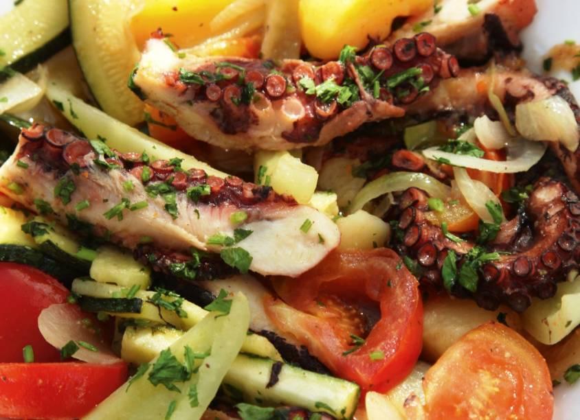 A gastronomia croata é, tal como suas vizinhas adriáticas, muito rica em pescados e vegetais frescos
