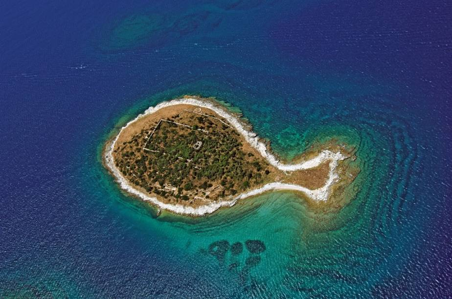 """Outra ilha da <a href=""""http://viagemeturismo.abril.com.br/paises/croacia-3/"""">Croácia</a>, no arquipélago de Brijuni, com formato bem interessante"""