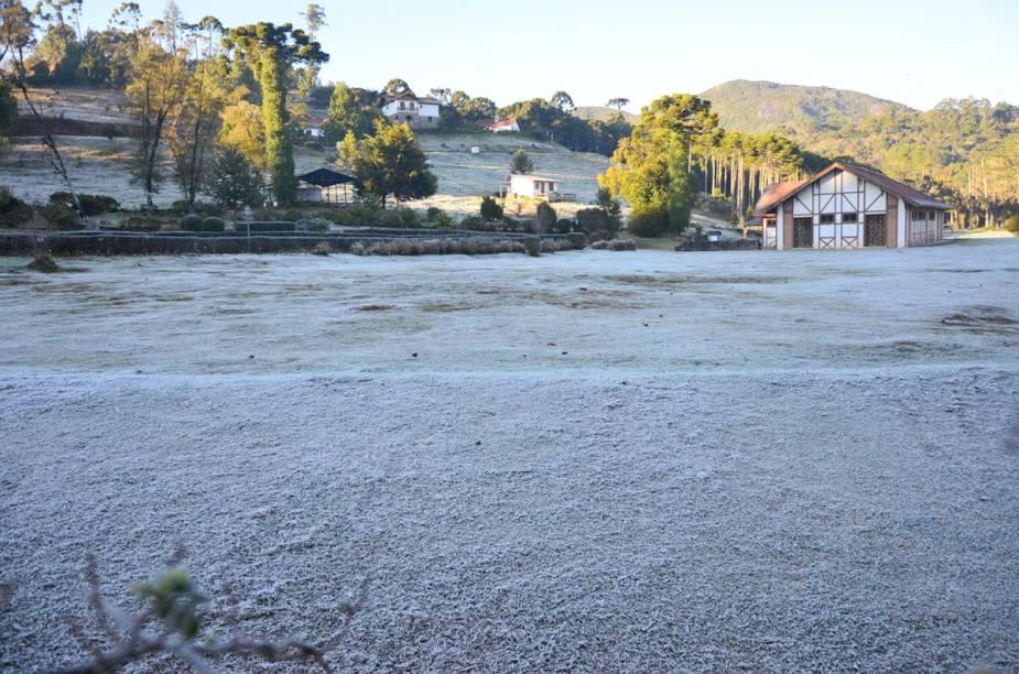 Em alguns dias do inverno, Monte Verde amanhece coberta com uma fina camada de gelo