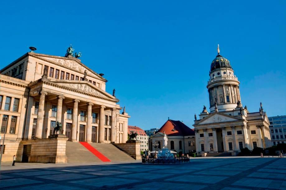 Praça Gendarmenmarkt, com as igrejas alemã e francesa e o Konzerthaus